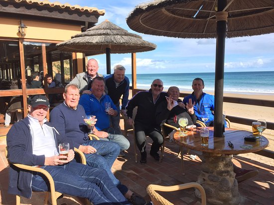 Burgau Beach Bar: Location, location , location. Add super food , lovely owners & staff & you have the perfect com