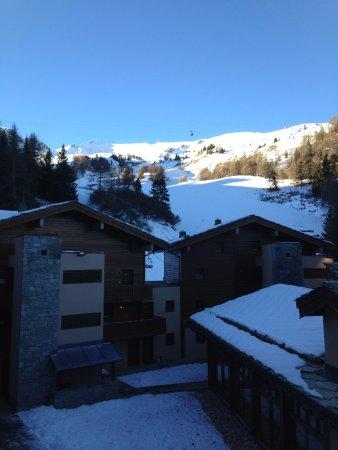 Lagrange Vacances Les Chalets D'Edelweiss : on voit la piscine en contrebas