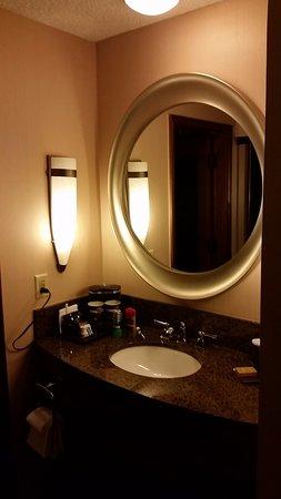 DoubleTree by Hilton Durango: Vanity Area