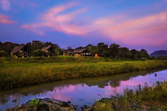 Pongola, Sudáfrica: View of River suites on the Mkuze