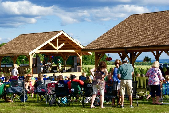 King Ferry, Νέα Υόρκη: Treleaven's Kings of Summer, the biggest summer party on the east side of Cayuga Lake.