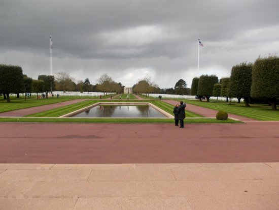 Arromanches-les-Bains, Frankrike: Militaire begraafplaats van de gesneuvelde.