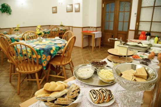 HOLIDAY HOME - Hotel, Pension: Breakfast bar