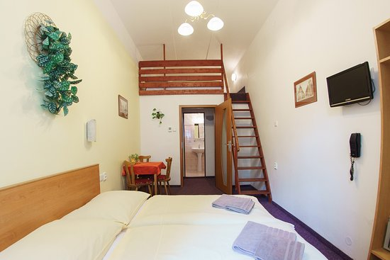 HOLIDAY HOME - Hotel, Pension : 4 beds room