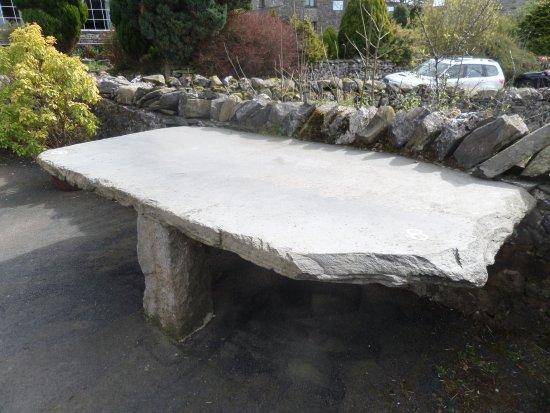 Austwick, UK: Lovely old slate tables!