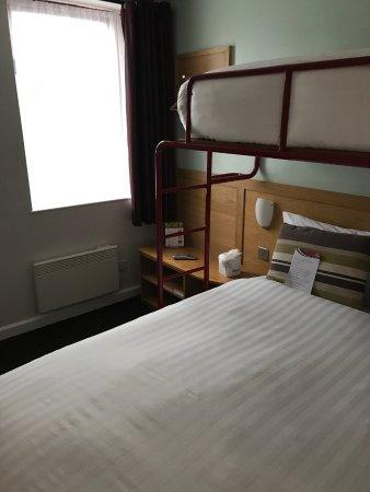 Letto matrimoniale con letto a castello - Picture of The Dolby Hotel ...