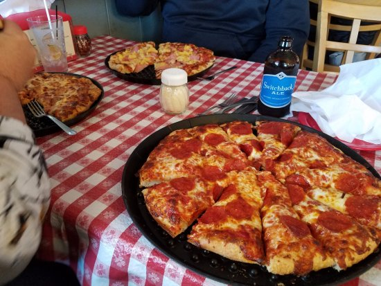Averill Park, NY: Kay's Pizza!