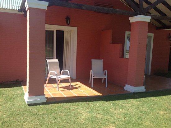 Days Inn Casa Del Sol Colonia: Vista desde y hacia la habitacion 125