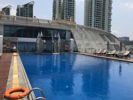 Visun Royal Yacht Hotel: Swimming Pool (Not Clean)