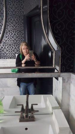 Anniston, AL: Main house public bathroom