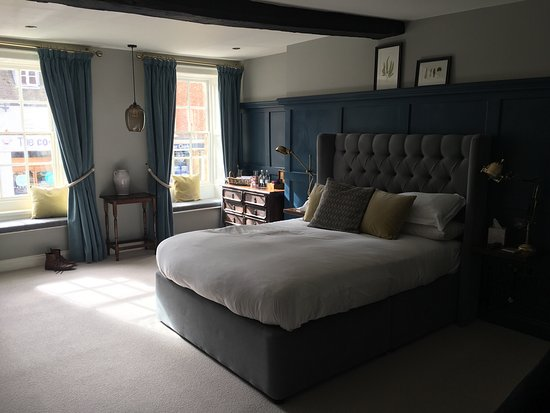 The George Townhouse: Good food & a very comfy bed!
