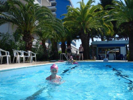 san benedetto del tronto single men Hotel mocambo ligger i en elegant bygning på strandpromenaden i san benedetto del tronto.