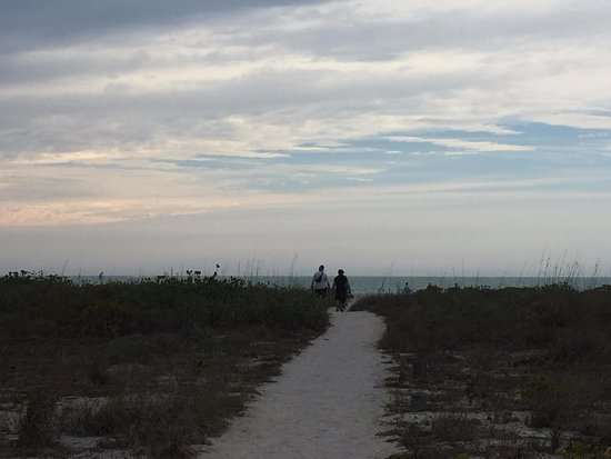 Boca Grande, FL: Trail from cabin to beach