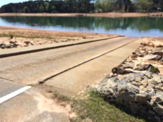 Townville, Carolina del Sud: Long boat launch ramp - even with the water way down there is a lot of ramp left in the water