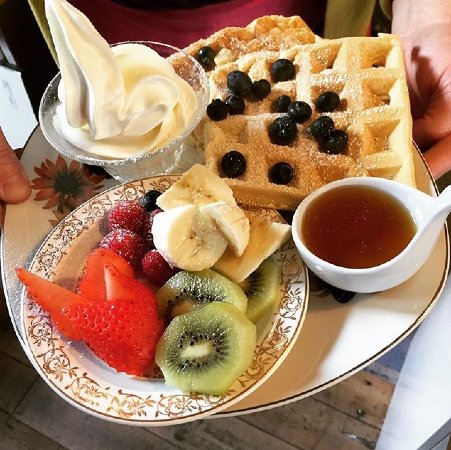 Wirksworth, UK: Waffles, frozen yoghurt, fruit, and maple syrup for £4 🍉🍓🍇🍒