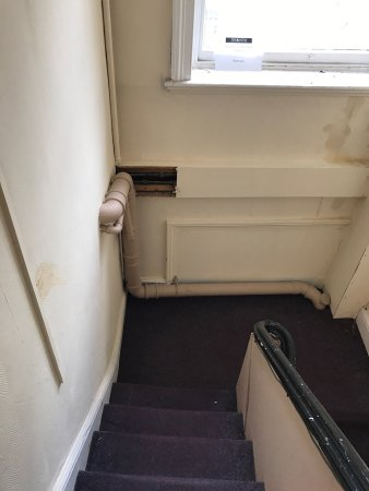 Mitre Hotel: Absolutely disgraceful I would never stay there ever again in my life everything was broken and