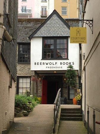 Beerwolf Books Freehouse: photo0.jpg