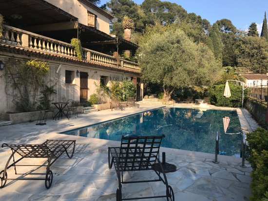 Chez Dany - Maison D'Hotes : quiet, super view in front of the swimming pool