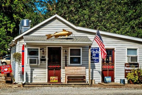 Lamar, MO: Cap's Cabin