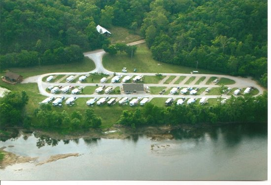 Denton Ferry RV Park & Resort: Ariel view of the Park, Reception Center, and Luxury Cabin on the White River.