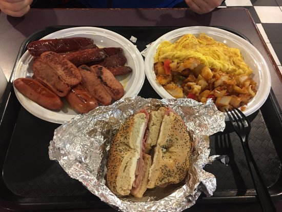 Isadoras Cafe: Yummy Sausages, omelette, potato salad and bagel