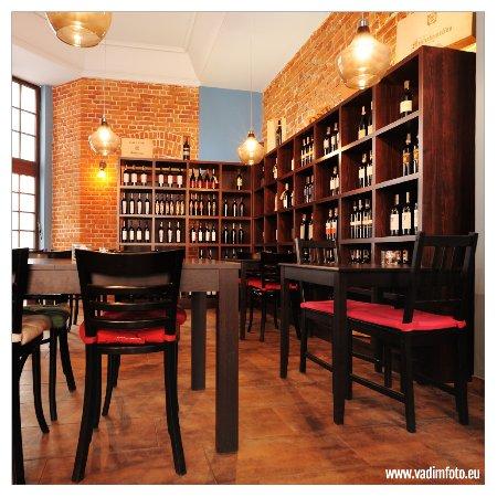 Interior design picture of corso wine bar restaurant for Corso interior design cagliari
