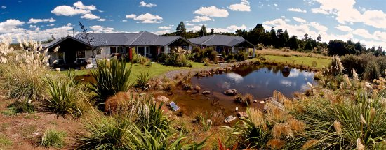 Ohakune, Selandia Baru: Set in fully eco  andscaped gardens.