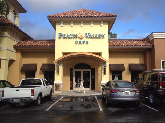 Peach Valley Cafe: Front Entrance