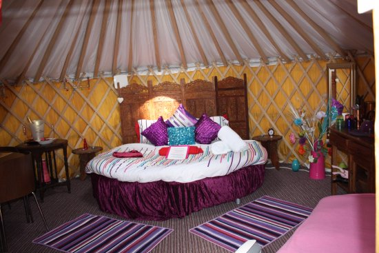 Staplecross, UK: Moroccan 7ft round bed