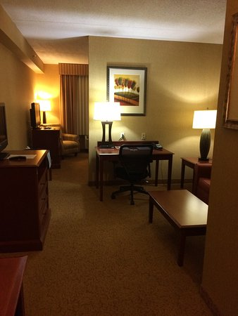Country Inn & Suites By Carlson, Nashville Airport: For just a little more than $100 I got a beautiful room.