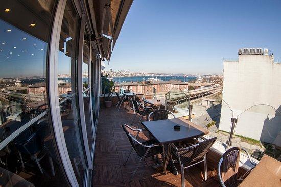 Hurriyet Hotel: terrace