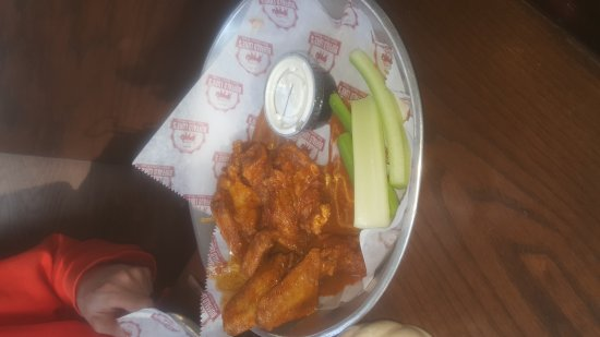 Jasper, GA: Yummy fried pickles, good deal on side salad, hubby liked the wings, kids liked the pizza.