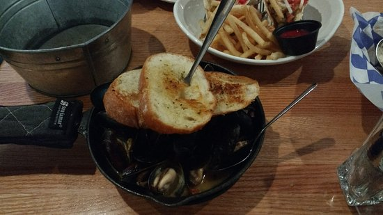 Potomac, MD: mussels came with toasted bread, fish tacos at the back came with fries