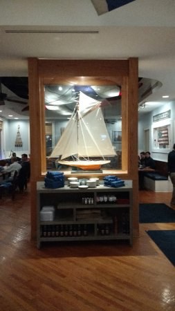 Potomac, MD: nice nautic theme dining room, very spacious