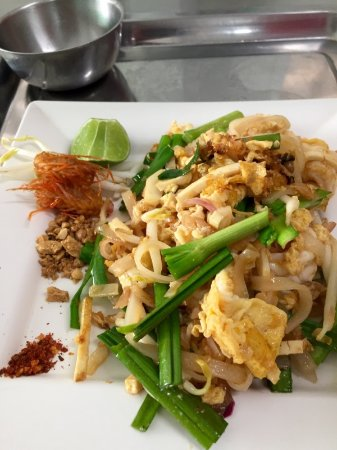 Chef LeeZ Thai Cooking Class : finished Pad Thai at Chef Leez  03/09/2017