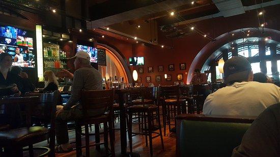 Laguna Hills, Καλιφόρνια: BJ's Restaurant & Brewhouse