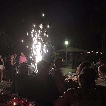 Miam Restaurant: en la noche, con fuegos artificiales !!