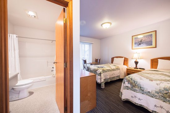 Rodeway Inn Edgewater: Well Appointed Guestrooms