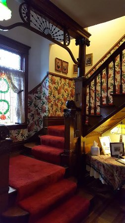 Heritage House: Stairway to bedrooms