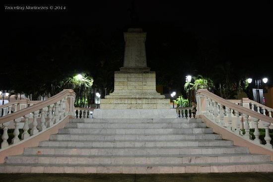 Parque Hidalgo: A monument dedicated to General Manuel Cepeda Peraza at the Parque de Hidalgo