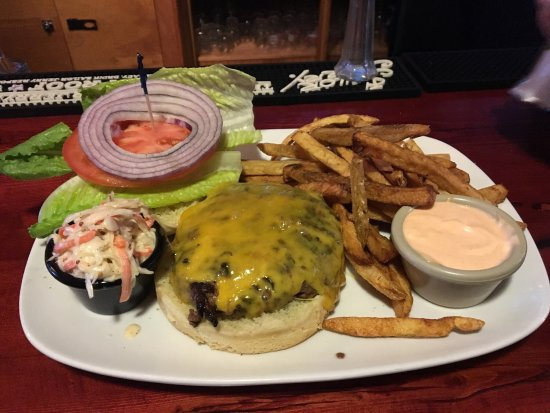 Coxsackie, NY: Excellent Burger tonight!  The food is all so delicious! Great deal - deluxe burger, fries and b