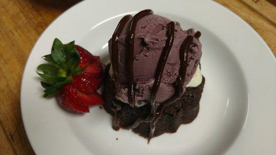 Mount Pleasant, PA: Triple Choc Brownie Mini Bundt Cake w Boston Cream n Custard Ice Cream