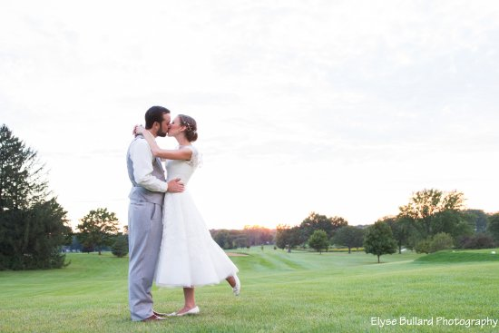 """Twin Lakes, WI: Say """"I do"""" with Red Barn Events & Catering"""