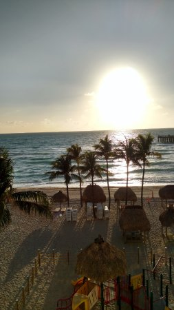 Sunny Isles Beach, FL: View waking up in the morning