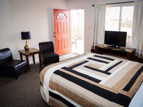 Red Rock Motel: Room