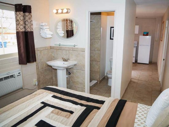 Red Rock Motel: 1 bedroom/1bath with kitchen
