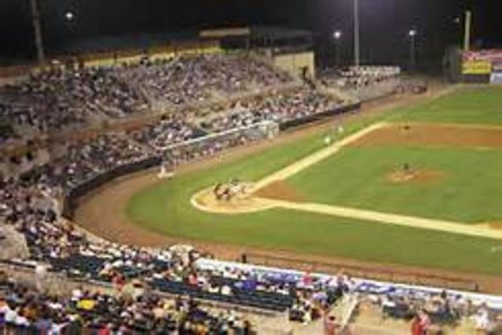 Τζάκσον, Τενεσί: Great baseball on a summer night!!
