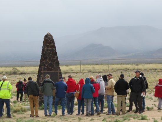 San Antonio, Nuevo México: Crowd Around the Obelisk