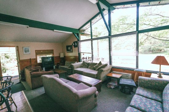 High Falls Bay Cottages, Camping & Waterpark: Beautiful A-Frame Style Living space in our 5 Bedroom chalet