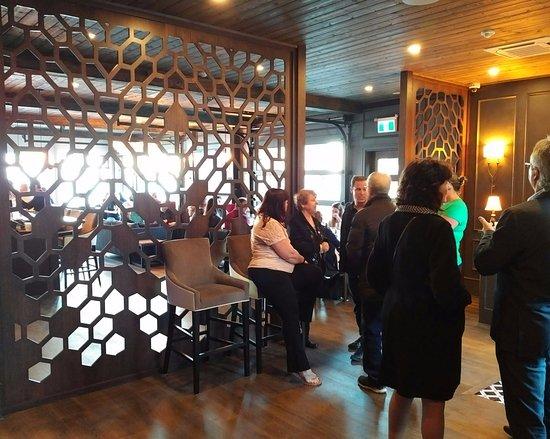 Courtenay, Kanada: Restaurant entryway - hostess greeting area